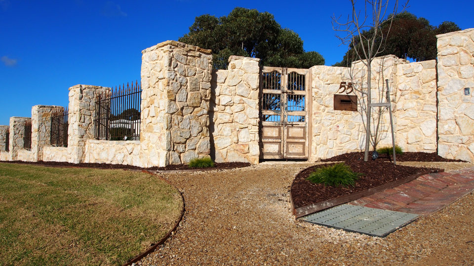 Quayscapes landscapes and lawns stone fence torquay quayscapes